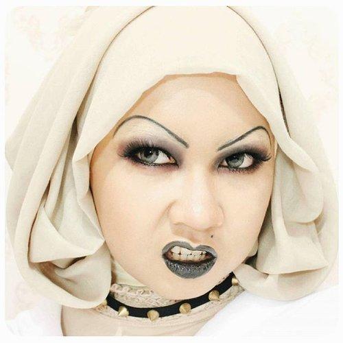 Ugh!#throwback #Tiffany #BrideOfChucky #Chucky #makeup #BlackLipstick #BlackLips #SmokeyEye #allseebee #ClozetteID