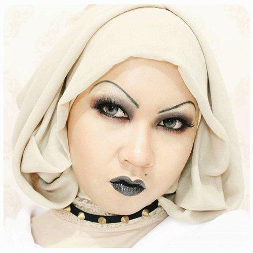 The face of 'don't mess with me'.. Hahaha#throwback #Tiffany #BrideOfChucky #Chucky #BlackLipstick #BlackLips #SmokeyEye #makeup #allseebee #ClozetteID