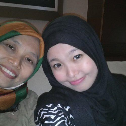 Mom n Me... Quality timeeee!!! Love u Mom ヽ(^。^)ノ #mom #mother #instagram #clozette #clozetteid #latepost #motherday #hijabi #hijabers #hijabstyle #Jcm #lovemom #hug #selfie