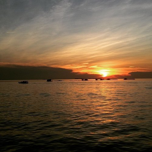 Another beautiful sunset... #instatravel #instamag #instapic #instagram #unpaveapp #sunset #sun #sea #sky #clozette #clozetteid #traveling #travelling #travel #traveller #trip #vacation #lifeonthemove #indonesia #travelinindonesia