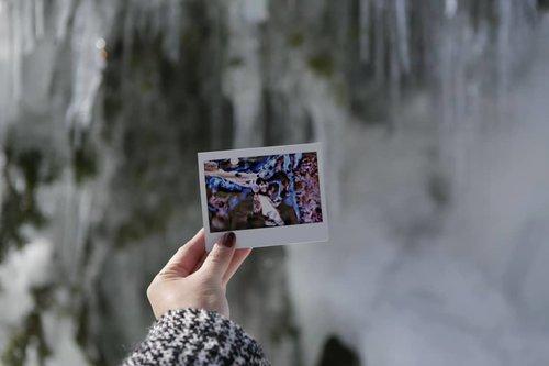 Freezy tree as a background 🌲  #ClozetteID #Traveling #Shirakawago #Japan #handinframe #instax #frozen