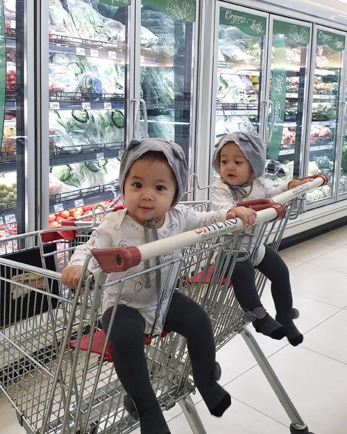 Life before the pandemic. Groceries shopping with my twinnies winnies bitties 🛒🛒#ClozetteID