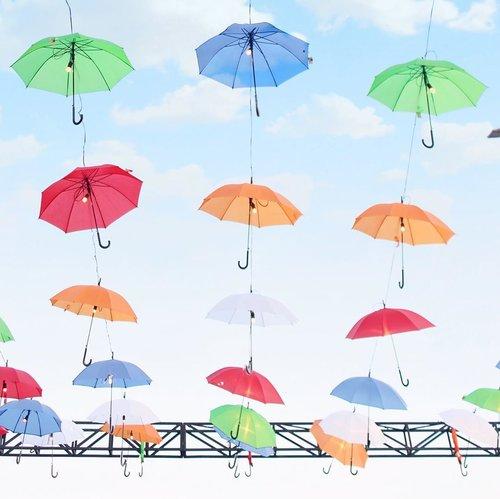 You say you love rain, but you open ur umbrella .... __________________________#minimalism #minimalismood #minimalist #minimalism42 #minimalistic #clozetteid