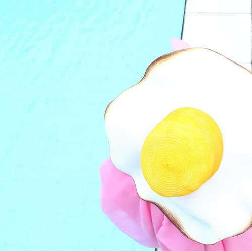 Hello october 🍳 I have fried egg in my head . . . . . . . . . #clozetteid #starclozetter #instadaily #instagood #ggrep #colorsplash #colorstory #whiteaddicted #flatlay #flatlays #flatlaynation #hat #philotopi