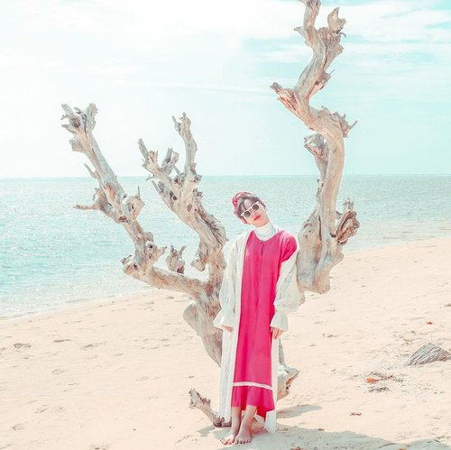 Stay Wavy Baby 🌊🌸___________________Daster @jualan.umi Outer @thefthingworld #ootd #summervibes #summeroutfit #turbanstyles #clozetteid #whatrimawear #rimapiknikpari