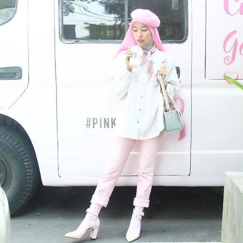 So happy bisa ikutan PINK TALK bareng @lovepinkindonesia @starbucksindonesia @beautynesia.id , dapet ilmu banyak banget tentang Breast Cancer . Yuk lebih care lagi sama diri sendiri, kalian bisa banget ko cegah dengan gerakan SADARI mengetahui lebih dini tanda dan gejala kanker payudara itu sendiri, lebih baik mencegah daripada mengobati kan ?. Daaaannn jangan lupa juga dukung gerakan ini dengan beli PINK DRINK apa aja, cuma 25K dan 10% nya akan di donasikan ke @lovepinkindonesia ❤️❤️❤️❤️#pinkvoice #SbuxBeautynesia #Beautynesiamember #pink #pinkdrink #lovepinkindonesia #breastcancerawareness #clozetteid