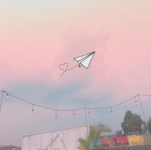 Flying solo ✈️_________________#pinkskies #minimalism #minimalismood #clozetteid #tumblr #tumblraesthetic