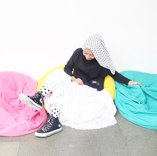 Caring less is the easiest way to be happy ! 📸 : @deemiiaa 🌸......#ootd #clozetteid #starclozetter #dailyootd #hijabootd #ootdhijabindo #ootdindo #ootdasean #hijab #hijabstyle #hijabfashion #bloggerlyfe #blogger #bloggerlife #bloggerstyle #ggrep #MMAZMCycle3 @zaloraid #converse #conversexmiley
