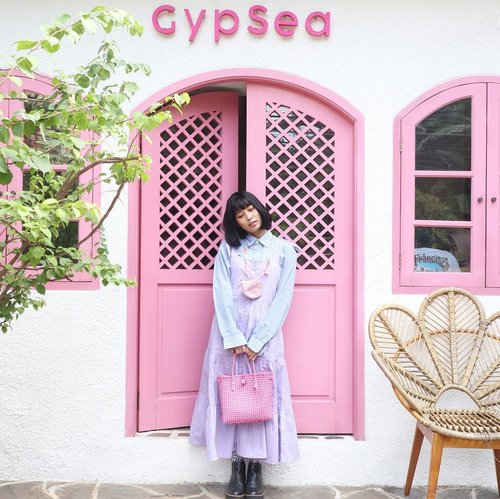 Beautiful princess from cinangneng 🤸🏼‍♂️ ____________________ 📍 @gypsea.kemang  #clozetteid #placetogo #whatrimawear #ootdindo #ootd