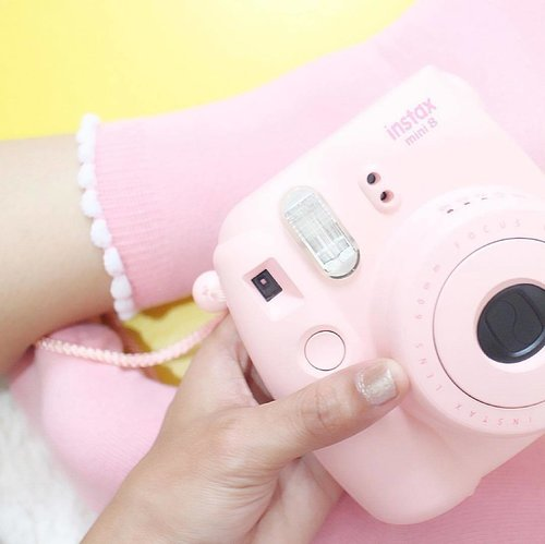 Current Mood, Go somewhere and take a picture. . . . . . #pastel #clozetteid #pastelicious #tumblrpost #tumblrgirl #tumblrpic #handsinframe #pink #polaroid #polaroidcamera #ggrep