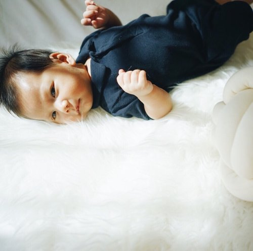 9 in 10 baby boys get their awesomeness from their mother. Apparently, Baby J is one out of the ten, meh.___#HarperJoelLesmana #ClozetteID #petitbateau