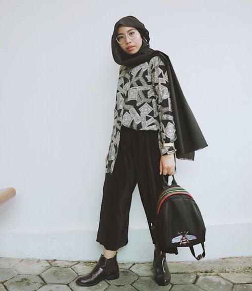 🚶🏿♀️...#clozetteid#ladyuliastyle#fashionblogger#lookbookindonesia#hotdindo