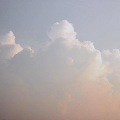 Throwback langit Jakarta Sabtu pagi kemarin (4 April 2020)✨...#clozetteid#dirumahaja#jakartasky#wfh #skyporn#pastelsky#minimalfeed#ruedaily#suddenlycinematic