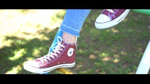 """Pecinta Sepatu Wajib Nonton ya 😊 . Aku lagi suka nih pakai sepatu brand lokal dari @tokosepatujaya.id nih. Mereka menyediakan sepatu dengan brand """"RUNNER"""". . Mereka juga menyediakan sepatu Canvas [Casual] dan juga sport nya. . Karena aku belakangan ini lagi suka jogging, jadi aku mencoba sepatu sportnya. Terus aku juga cobain sepatu canvas nya untuk aku pergi hangout atau menghadiri event 😊 . Kamu suka mendukung brand lokal juga ga? Review lengkapnya akan aku tulis di Blog, ya. . Aku juga punya kabar bahagia, yaitu aku akan membagikan 6 pasang sepatu dari @tokosepatujaya.id secara gratis dan free ongkir seluruh Indonesia. . Kalau kalian mau mencoba sepatu kece dari @tokosepatujaya.id secara gratis, ikutin terus IG ku ya 😊 .. 📹 : @dendyyulius . #jeanettegy #JeanettegyReview #jeanettegycollab #ClozetteID #tokosepatujaya #sepatucanvas #sepatulokal #sepatusport #giveawayhunter #giveawaytime #giveaway #giveawaysepatu #foodiestudio"""