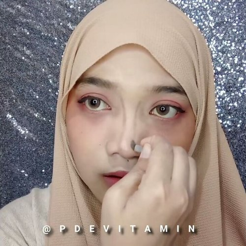 Jennie 'SOLO' - Makeup Tutorial#devitamintutorial Dalam rangka memperingati hari tercyduknya Jennie dan Kai yang kencan di Paris, video ini pun selesai diedit kurang dari 3 jam wkwk (bangga). This is actually the best cute makeup that I've been made, inspired from K-Pop Idol ..[Produk produk yang aku pake di video ini sengaja ga aku tulis di caption supaya ga kepanjangan. Dan karena mau aku bikin full videonya juga di Youtube]#jenniesolo #jenniemakeuptutorial #jennieblackpink #ragam_kecantikan #makeuptutorial #koreanmakeup #indobeautygram #indobeautyvlogger #wakeupandmakeup #makeupoftheday #beautybloggerindonesia #ivgbeauty #tutorialmakeup #indovidgram #indonesianbeautyblogger #makeupvideoss #makeupcoach #1minutemakeup #tampilcantik #bunnyneedsmakeup #beautyvloggerid #koreanmakeup #minivideomakeup#beautyvloggerindonesia #indobeautymakeup #clozetteid @beautybloggerindonesia #CChannelBeautyID @indobeautygram @indovidgram @bunnyneedsmakeup @bvlogger.id @ragam_kecantikan @tampilcantik @makeupgalss @beautychannel.id @indobeautymakeup @cchannel_beauty_id @clozetteid