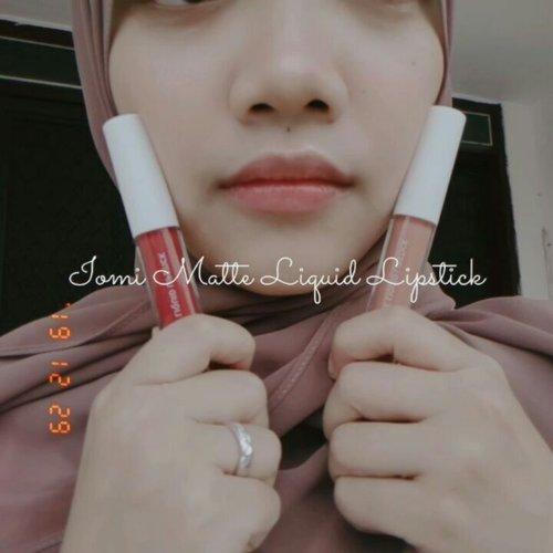 "Barusan paketku dari @iomibeauty dateeng. Salah satu isinya adalah 2 matte liquid lipstick dari mereka yang BEST SELLER, warna ""peach perfect"" dan ""ruby red""..Pas dicoba beneran baguuus hasil ombre lipsnya ❤ ..Untuk tekstur, dia sedikit lengket siii. Tapi lama2 ilang. Dan lumayaan awett dipakenya 🤗#iomi #iomilipcream #ombrelips #clozetteid @clozetteid"