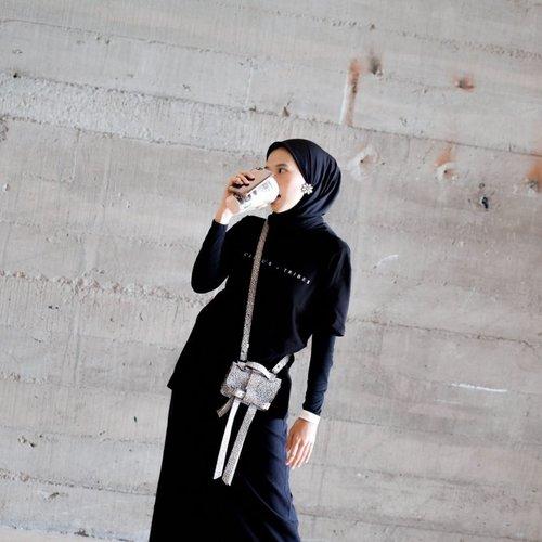 Kurus gak kurus aku tetep ibu-ibu, hanya menyamar jadi mahasiswa semester 2 😆✌🏻 #mahmudabas_______________#clozetteid#karincoyootd#karincoymonoton #capsulewardrobe #makeitlast#ootd#ootdfashion#modestfashion#hijabfashion#makmakindie