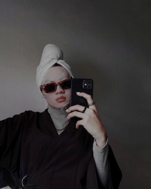 Sheet mask o'clock check!Panas banget gils ampe kering kerontang kulit gw, mari kita ademin pake sheet mask 💦 Sheet masking but make it fashun. Jangan fokus ke lokasi ya❗️-#clozetteid#kosecosmeportid#clearturnbabyish