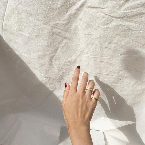 "Besok tetep dapet WA ""Meski tangan ini tak bisa berjabat"" kok gais, selamat menunaikan puasa terakhir! Besok lebaran 🤍-#karincoyootd#clozetteid#ringsoftheday"