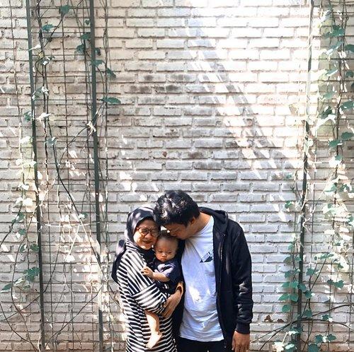Update foto keluarga dulu, biar gak disangka janda 🤣🤣🤣 saking kemana-mana seringnya berdua Sega 😁 ___________ #galasemesta #clozetteid