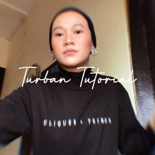 Pernah poling juga kalo Turban itu salah satu hijab yang aku banget, tapi memang banyak pro dan kontranya hehe. Biasalah makhluk sosial ada perbedaan pendapat mah. Udah lama ke event gak pake turban, kemarin baru lagi deh ke event pake turban. Itu juga terinspirasi dari @rimasuwarjono si gadis turban. Turban yang simpel, gampil, anti pletat pletot, semoga kalau ada yang mau pake turban juga tutorial ini membantu. Aku pernah juga sih pake turban pashmina, sama square hijab yang jendolnya dibelakang. Nanti ya kalo niat ku buatkan juga tutorialnya 😁________________#clozetteid @tujabers #tutorialhijab #tutorialturban #tutorialturbansimple #tutorialhijabturban #tutorialhijaber @1001carahijab @tutorialhijabvideo @hijabstyleindonesia @ootdhijaberindo