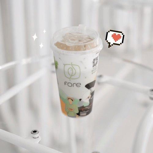 Awalnya dari @xrzkix ni orang demen bener ngopi @fore.coffee mulai senapsaran. Terus @amandasmess posting si reuseable cup ini ditambah @iva_asih kalo gak salah beli yang regal ini deh. Akhirnya ku lemah dan beli juga ternyata rasanya kok lucu-lucu enak gituuuuu! Kepengen ngopi tapi kebanyakan ngopi, jadi ku ganti deh sama Ice Biscuit Chizu 😋 Lalu terlalu gemaz, karena cupnya lucu dan sampe sekarang aku pake dirumab buat sekadar minum susu atau es milo! #timdikokop________________#CoffeeFOREveryone#FOREcoffee#clozetteid