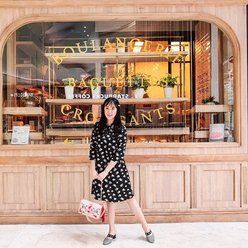 Do you miss Paris? I do! Suddenly found this bakery (I had my eclairs from them 3 years ago) and felt like I was back in Paris. . Dress @valino_id Bag @aldo_shoes . #iphoneonly #emilyinparis #ootdspot #parisinjakarta #parisianstyle #paris
