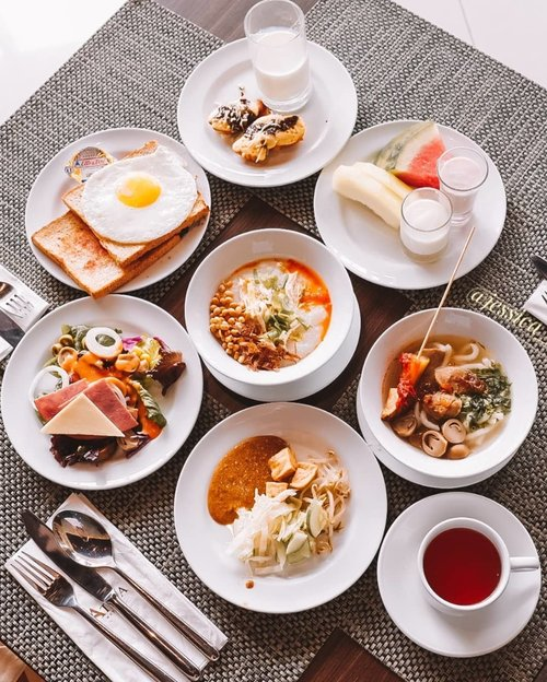 NEW BLOG POST. LINK IS ON BIOHaving my breakfast at @atriaserpong @atriahotels There are mostly Indoensian food and western brrakfast. So yummy and fresh from the kitchen. More on my blog.MEZZANINE RESTOHOTEL ATRIA SERPONG.....Check out myculinarydiary.com for more awesome post! Link is on my bio and my Zomato/Jessica Sisy or Pergikuliner/Jessica Sisy for more food reviews #indonesianfood #flatlay #hotel #hotelreview #breakfast #sisyeatingdiary.....#murah #dagelan #9gag #foodgram #balado #fblogger  #jktfoodbang #photooftheday #beautifulcuisines #dj_kattybutterfly36  #foodnetwork #murahmeriah #allyoucaneat #kulinerserpong #jktfooddestination #mukbang #yummychallenge #anysongchallenge #clozetteid