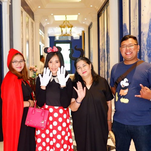 Disney fairytale ❤❤ Seru bgt hari ni makan di @easternopulence bareng @pergikuliner pake kostum Disney fairytale gt loh ❤❤ #ALFADisney #EasternOpulence . . . . . . . . #clozetteid #wisata #travel #igtravel #travelgram #buzzfeed #mytravelgram #holiday #easternopulence #instatraveling #tourism #cafe #instagramable #dailyfluff #disneyland #minnie #mickey #fairytale #socialenvy #followme #tourist #jktgo #photography  #postthepeople #costume #design #decor #architexture