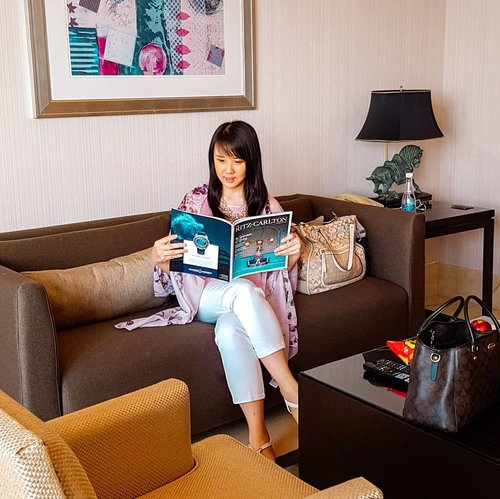 Throwback when staycation at @ritzcarltonpacificplace  The most convenient place to spend my weekend. . . . . #sisytravelingdiary #gadingserpong #apartmentserpong #atriaresidence #serpong #hotelserpong #hotelreview #staycation  #photooftheday #beautifuldestinations #anysongchallenge #tiktokchallenge #hotelstaycation #photoedit #europe #like4like  #travelingwomen_  #clozetteid  #fblogger #thewanderingtourist #travel