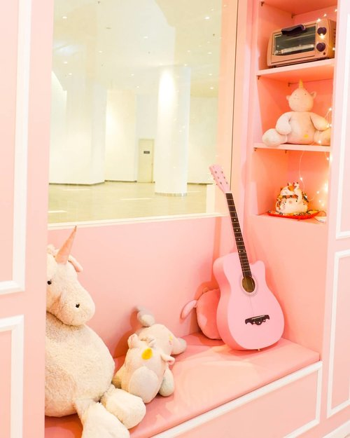 """<div class=""""photoCaption"""">Cute corner ❤..Check out myculinarydiary.com for more awesome post! Link is on my bio and my Zomato/Jessica Sisy or Pergikuliner/Jessica Sisy for more food reviews <a class=""""pink-url"""" target=""""_blank"""" href=""""http://m.id.clozette.co/search/query?term=sisyeatingdiary&siteseach=Submit"""">#sisyeatingdiary</a>  <a class=""""pink-url"""" target=""""_blank"""" href=""""http://m.id.clozette.co/search/query?term=clozetteid.....&siteseach=Submit"""">#clozetteid.....</a> <a class=""""pink-url"""" target=""""_blank"""" href=""""http://m.id.clozette.co/search/query?term=potd&siteseach=Submit"""">#potd</a>  <a class=""""pink-url"""" target=""""_blank"""" href=""""http://m.id.clozette.co/search/query?term=picoftheday&siteseach=Submit"""">#picoftheday</a>  <a class=""""pink-url"""" target=""""_blank"""" href=""""http://m.id.clozette.co/search/query?term=photooftheday&siteseach=Submit"""">#photooftheday</a>  <a class=""""pink-url"""" target=""""_blank"""" href=""""http://m.id.clozette.co/search/query?term=ootdfashion&siteseach=Submit"""">#ootdfashion</a>  <a class=""""pink-url"""" target=""""_blank"""" href=""""http://m.id.clozette.co/search/query?term=fashion&siteseach=Submit"""">#fashion</a>  <a class=""""pink-url"""" target=""""_blank"""" href=""""http://m.id.clozette.co/search/query?term=igers&siteseach=Submit"""">#igers</a>  <a class=""""pink-url"""" target=""""_blank"""" href=""""http://m.id.clozette.co/search/query?term=fashionblogger&siteseach=Submit"""">#fashionblogger</a>  <a class=""""pink-url"""" target=""""_blank"""" href=""""http://m.id.clozette.co/search/query?term=igaddict&siteseach=Submit"""">#igaddict</a>  <a class=""""pink-url"""" target=""""_blank"""" href=""""http://m.id.clozette.co/search/query?term=travelgram&siteseach=Submit"""">#travelgram</a>  <a class=""""pink-url"""" target=""""_blank"""" href=""""http://m.id.clozette.co/search/query?term=travelogger&siteseach=Submit"""">#travelogger</a>  <a class=""""pink-url"""" target=""""_blank"""" href=""""http://m.id.clozette.co/search/query?term=love&siteseach=Submit"""">#love</a>   <a class=""""pink-url"""" target=""""_blank"""" href=""""http://m.id.clozette.co/search/query?term=beautyblog&siteseach=Submit"""">#beautyblog"""