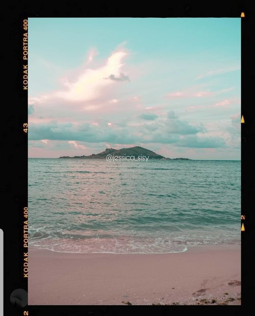 Kinda miss this view in Jeju Island when the sun sets. So beautiful because the pink and baby blue colours appear on the sky.Taken by Fuji XT 100..#kodak #kodakfilter #kodakpreset #sisytravelingdiary ..........#ootd #photooftheday #beautifuldestinations #southkorea #beach  #ootdspot #dametraveler #like4like  #postthepeople #disneyland #fairyland  #clozetteid  #futuretogether #newyear #gardensbythebay #korea #thewanderingtourist #travel #jejuisland #jeju