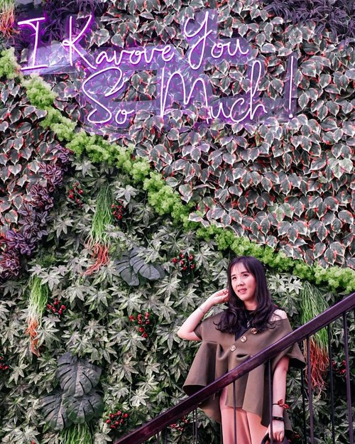 Spot OOTD Mandatory at @kavovecafe  A new cafe at Kemang Utara with tasty foods and cute decoration ❤ . . KAVOVE CAFE JL. KEMANG UTARA . . . Check out myculinarydiary.com for more awesome posts! #sisytravelingdiary #tapfordetails #kemang #kavove  #ootdfashion . . . . . . #ootd #photooftheday #beautifuldestinations #lookbook  #korea  #holland #wisata #travel #igtravel #travelgram #buzzfeed #europe #holiday  #clozetteid #paris #makeup  #photography #photooftheday #traveleurope