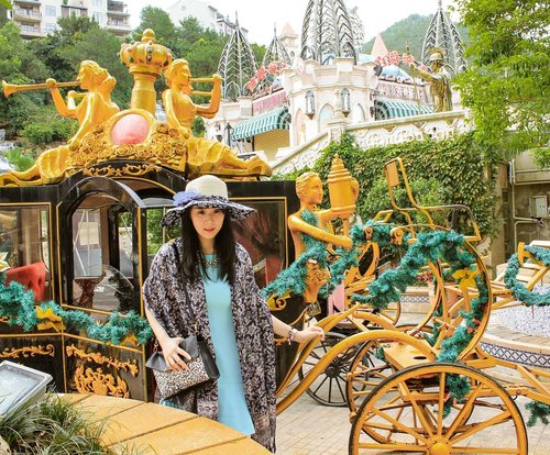[2015] My first OOT photo when I went to Hakka Park, China. So, there was a new theme park which was still being built and the design was so beautiful, the victorian-style. The Cinderella carriage was there and I could not stop myself not to do OOTD. The carriage was too beautiful and mesmerizing ♡.Hop over to myculinarydiary.com/TRAVEL to see my experience in abroad.#sisytravelingdiary #traveljourney #ootd #ootdfashion #china......#clozetteid #wisata #travel #igtravel #travelgram #buzzfeed #europe #holiday #disneyland #castle #carriage #paris #victorian #princess #cinderella #photography #photooftheday #foodoftheday #cakedecorating #photoshoot #fujifilm #beautifuldestinations
