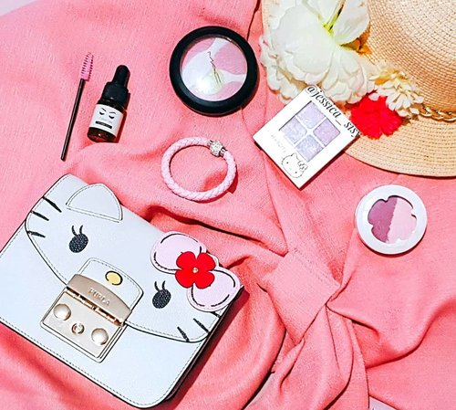 Hello March ❤ . . . . . . . . #clozetteid #cosmetic #beauty #skincare #makeup #makeupartistjakarta #mua #eyelashextention #furla #hellokitty #bridestory #likeforlike #tagsforlike #makeupcourse #lipstick #makeupmafia #maccosmetic #etude #potd #instabuzz #makeupjunkies #makeupgeek #premiumskincare #skincare #perawatanwajah #beautycare