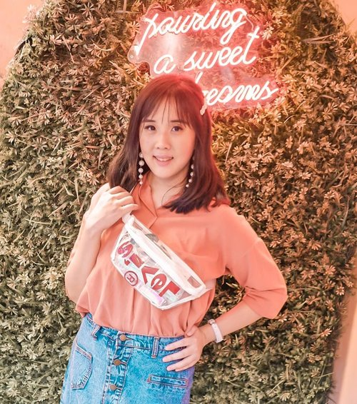 NEW BLOG POST. LINK IS ON BIO.Sharing my first fashion event on my blog. Hope you like it 💖 Anyway, I'm wearing transparent sling bag from @levis_indonesiaThe design is simple, but eye-catching. It's light and suitable for bringing your stuffs.#ISHAPEMYWORLD#LiveInLevis#ISHAPEMYWORLDID#levis #levisindonesia .........#ootd #photooftheday #beautifuldestinations #transparentbag #gardensbythebay #iphoneonly #kodak #ootdspotsingapore #jktspot #like4like  #travelsingapore  #postthepeople #slingbag #travelingwomen_  #clozetteid #fblogger #kodakfilter #thewanderingtourist #travel #ootd #fahsionshow