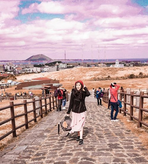 One of my favortie place in Korea : JEJU! I was hiking the highest mountain in Jeju, namely Hala-san❤ The sky was too beautiful and no further edit! . . . . . . . . . . . . . #ootd #photooftheday #beautifuldestinations #bali #seoul #france #jeju #ootdspot #jktspot #like4like #nstagramable #instagram #switzerland  #postthepeople #travel  #clozetteid  #autumn #namiisland #mountsorak #makeup #fairyland #japanese #travel #endorse #korea