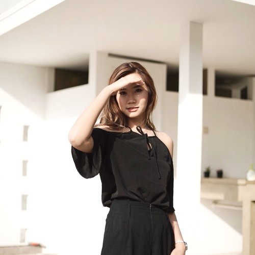 Everything that's made beautiful and fair and lovely is made for eye of one who sees... On frame Wearing basic @id_etcetera black top. #abellwear
