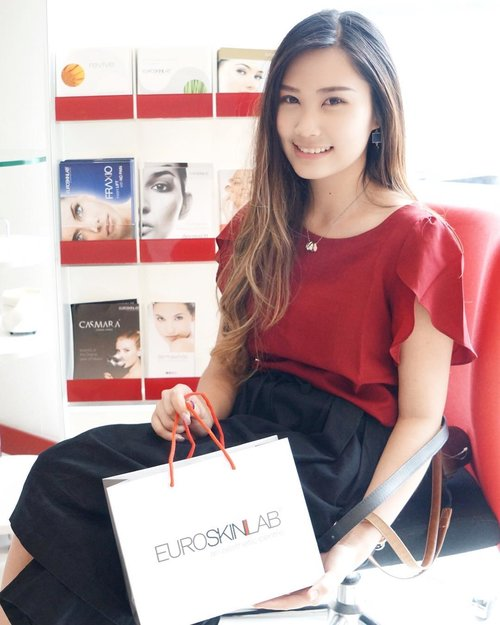 Have a great time at @esl_euroskinlab ☺️ Selain ada clinic tour, kumpul bareng para beauty blogger, juga ada live demo treatment nyaaa~ Event reportnya bisa kalian baca di blogku, link on my bio 💋 Thank you for having me with @sbybeautyblogger 💁🏻@esl_euroskinlab @womanblitz  #clozetteid #lykeambassador #beautynesiamember #cotd #sbbxeuroskinlab