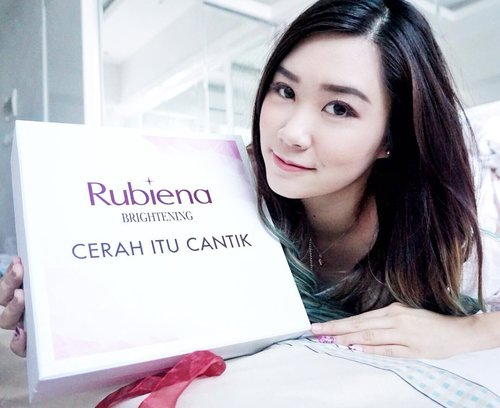 """Good Morning 🌤Review of """"Brightening set"""" from @rubienabeauty already up on my blog.You can click link on my bio 💻•#abellreview #clozetteid #cerahitucantik #rubienabeauty"""