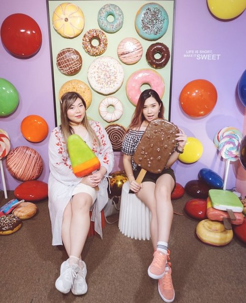 Life is sweet as sweet as ******** Fill in the blank 💕 This pic taken when me and @mgirl83 enjoyed our short escape to @visitpenang 📍 Wonderfood Museum  This place full of foods, ofc not real one but it's does looks real one!! What do you think?? Wanna visit it tho?  #abellinpenang #clozetteid #cotd #penangisland
