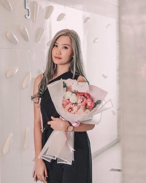 Happiness bloom from within 💐  감사합니다 @truflowery 🙆🏻♀️ . . #clozetteid #koreaflower