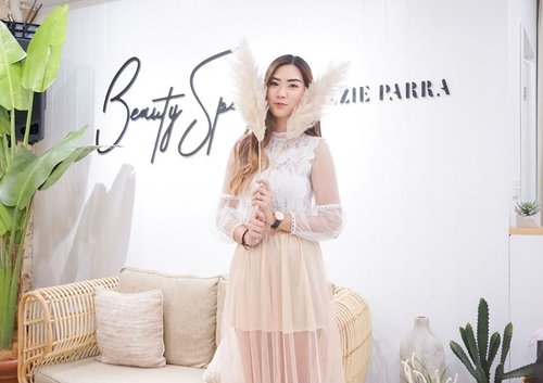Dominate by white and beige color this @blpbeauty beauty space leave a huge impressions✨ Not believe me?  Swipe n see then u gonna like it like you like the products 💋 blpgoestosurabaya #blpgirls #blpbeauty #blpbeautyspace
