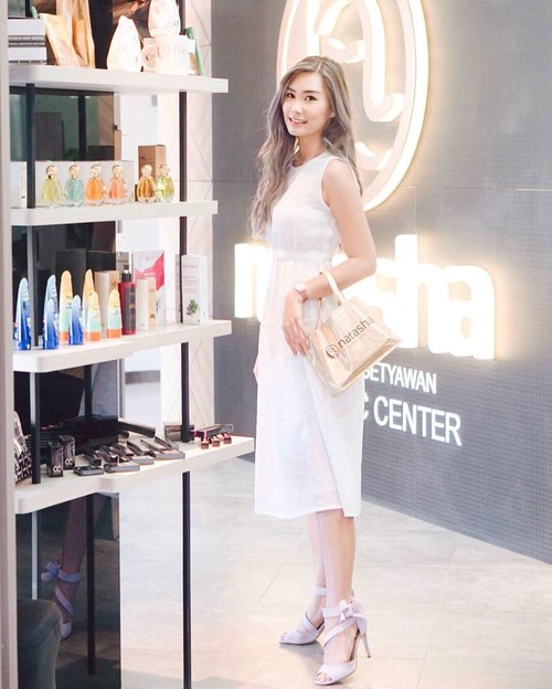 "From yesterday, Attending the opening of @natashaskincare 100th branch on @beachwalk_bali Lt 3 🙌🏻 SPECIAL! ""Enjoy 25% on treatment* and 15% for makeup* (brush included)!! ""Woww~Isn't it great offer?!I already got consultation for FREE yesterday. Bring some products home and will try asap!! So what are you waiting for? ..#workwithtorquise #balibeautyblogger #clozetteid #bali #beautyinfluencer"