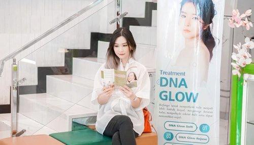 """So today mau treatment di @alamandaclinic nih~ Kliniknya ini sudah ada 3 di Surabaya. Setiap treatment itu peralatannya 1x pakai aja. Nah, Sebelum treatment konsul dulu sama dokternya, dan sarankan buat treatment """"Facial Acne Plus"""". ✨Treatmentnya ini bisa mengurangi komedo, minyak berlebih n menyamarkan bekas jerawat.Nonton sampai akhir deh buat lihat hasilnya 🙌🏻.....#SurabayaBeautyBlogger #BloggerSurabaya #Clozetteid #WorkWithTorquise"""