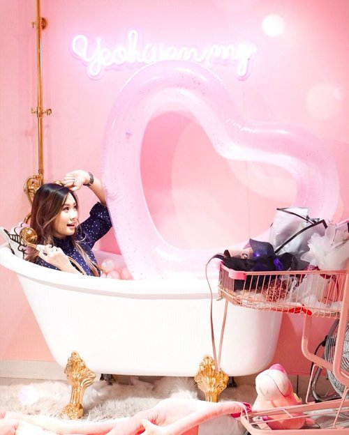 """<div class=""""photoCaption"""">Bibiidi bobdii boo💦Sorry i just enjoyed my new pink bathub ☺️ Just Ignore the pink pather below my bathub! He tried to steal it before..:)  <a class=""""pink-url"""" target=""""_blank"""" href=""""http://m.clozette.co.id/search/query?term=abellinpenang&siteseach=Submit"""">#abellinpenang</a>  <a class=""""pink-url"""" target=""""_blank"""" href=""""http://m.clozette.co.id/search/query?term=kualalumpur&siteseach=Submit"""">#kualalumpur</a>  <a class=""""pink-url"""" target=""""_blank"""" href=""""http://m.clozette.co.id/search/query?term=clozetteid&siteseach=Submit"""">#clozetteid</a>  <a class=""""pink-url"""" target=""""_blank"""" href=""""http://m.clozette.co.id/search/query?term=cotd&siteseach=Submit"""">#cotd</a></div>"""
