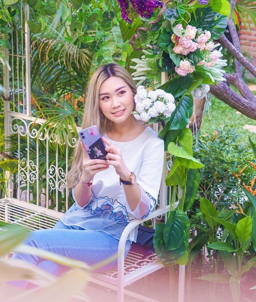 Hi darling, Let's keep it personal 😏 Ft my personal customize case from @lolacase.shop 🌸 . . . . #bloggersurabaya #clozetteid #beautyblogger