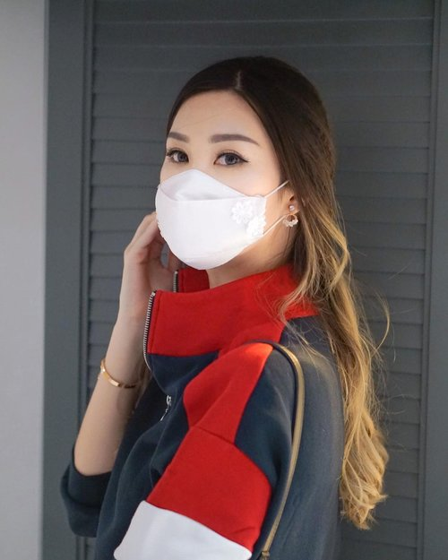 Since pandemic we must wear mask whenever we go.  Got mine from @suri.couture they have plenty design in various colors. It's also soft and comfy to wear. 🥰  Stay safe everyone 🙌🏻 . . . #TorquiseWear #BloggerSurabaya #JakartaBeautyBlogger #SurabayaBeautyBlogger #clozetteid @hny_management
