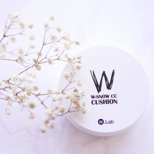 I am more into a 'cushion' woman because I'm not used to wearing heavy makeup day-to-day on my face. So I just tried out this @w.labglobal_official W-Snow CC Cushion and I got shade number 23. At first I was afraid that it will not match my skintone since @yennitanoyo mentioned in her review that this shade matches so well with her skintone while mine is darker than hers. However, this shade turns out to well-matched to my skin. 😍 With low coverage, I think this cushion is great for daily use with dewy and glowing finish. As for my personal use, I don't think I will use this cushion for my go-outs that often especially when I'm outdoor because my skin is quite oily. Overall I give 7/10 score for this product! Great for daily use. 😉P.s. If you wanna try this awesome product just visit hicharis.net/sefin and find it there. 👀 #charisceleb #charis #wlab #wlabwsnowcccushion #wsnowcccushion #clozetteid #thejournale #thejournalereview