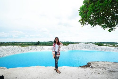 How I miss going on holidays. 😌 . . . . . #clozetteid #starclozetter #explorebangka #thejournalejourney #travel #blue #sky #clouds #cloud #cloudy #water #waters #kaolin #danaukaolin #airbara #danaukaolinbangka #bangkabelitung #babel #explorebabel #green #trees #bluewater #bluelake #bluewaters #bangka #indonesia #2016